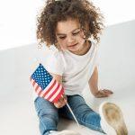 תינוק עם דגל ארצות הברית